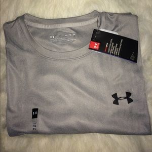 Under Armour men's  T-shirt sz XL Heat Gear Tech